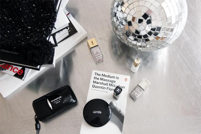 Camera 'Mju II Zoom '  by  Olympus , powder by  MAC , nailpolish by  Dior  and  Chanel .