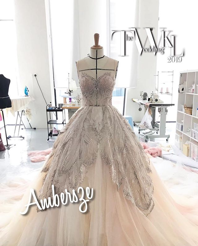 Take a sneak peek into @ambersze_official 2019 collection for TWKL at @jwmarriottkl  #wedding #theweddingkl #twkl