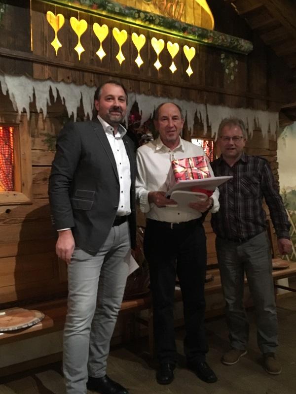 Huber Josef, 30 Jahre Betriebszugehörigkeit  im Bild: (von links) Santner Christian, Huber Josef, Lang Martin