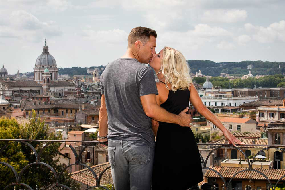 3-American-couple-engagement- shooting-in- Rome-annartstyle-news.jpg