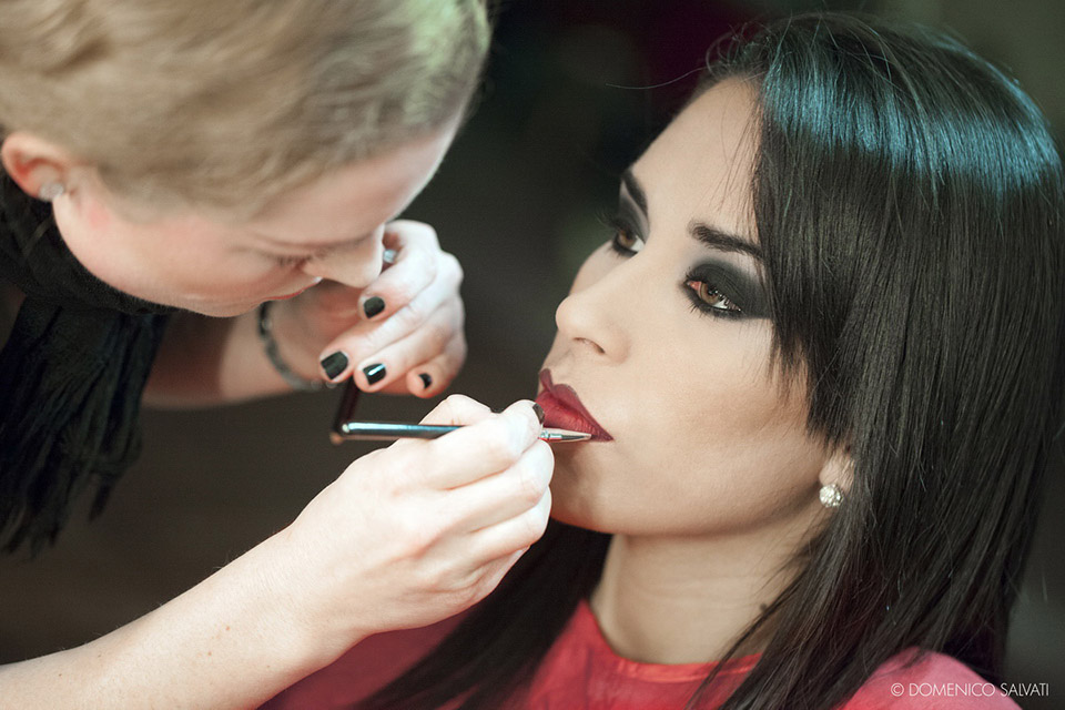 1-how-to-become-a-makeup-artist-some-useful-tips-annartstyle-news.jpg