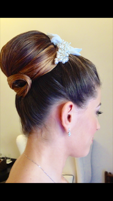17-bridal-hair-trends-summer-2018-annartstyle-news.PNG