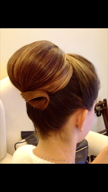 18-bridal-hair-trends-summer-2018-annartstyle-news.PNG