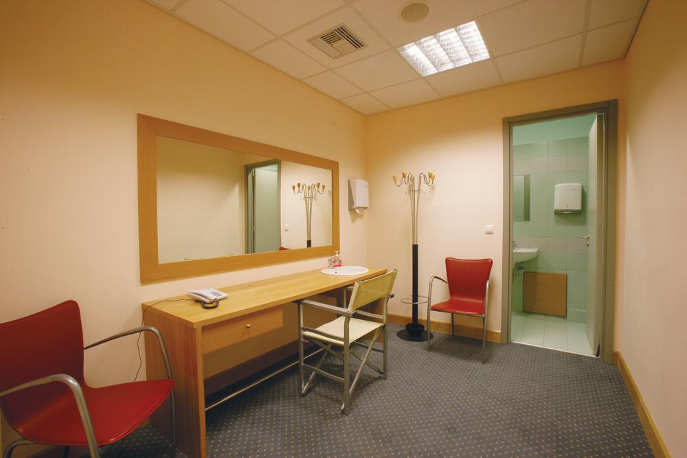 dressing-room2.jpg