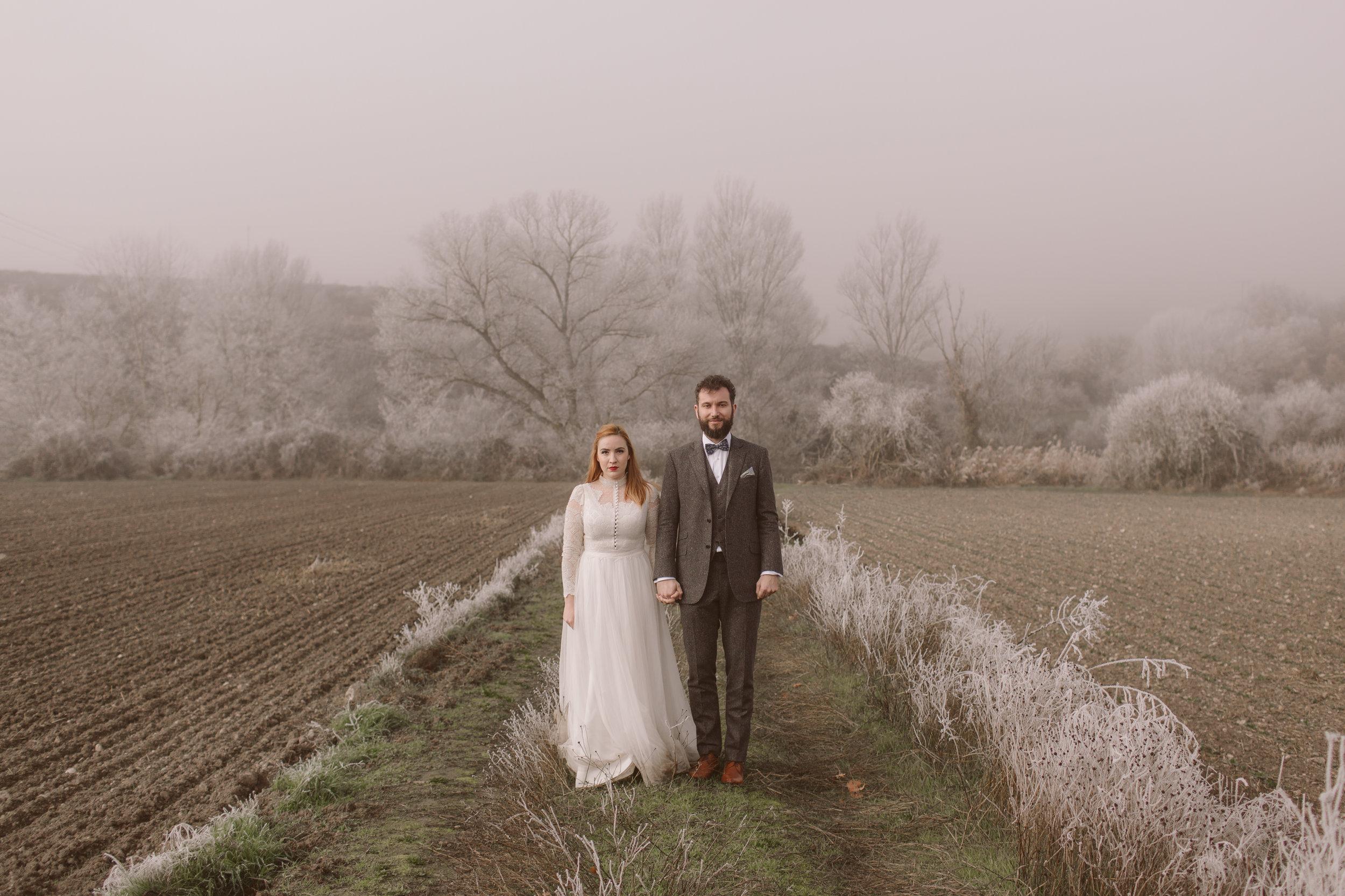 PEOPLE TRUE LOVE  Wedding photographer  EDITING LEVEL: BASIC+ PRESET: VSCO based WE EDIT: Full galleries. Portfolio handled in-house.