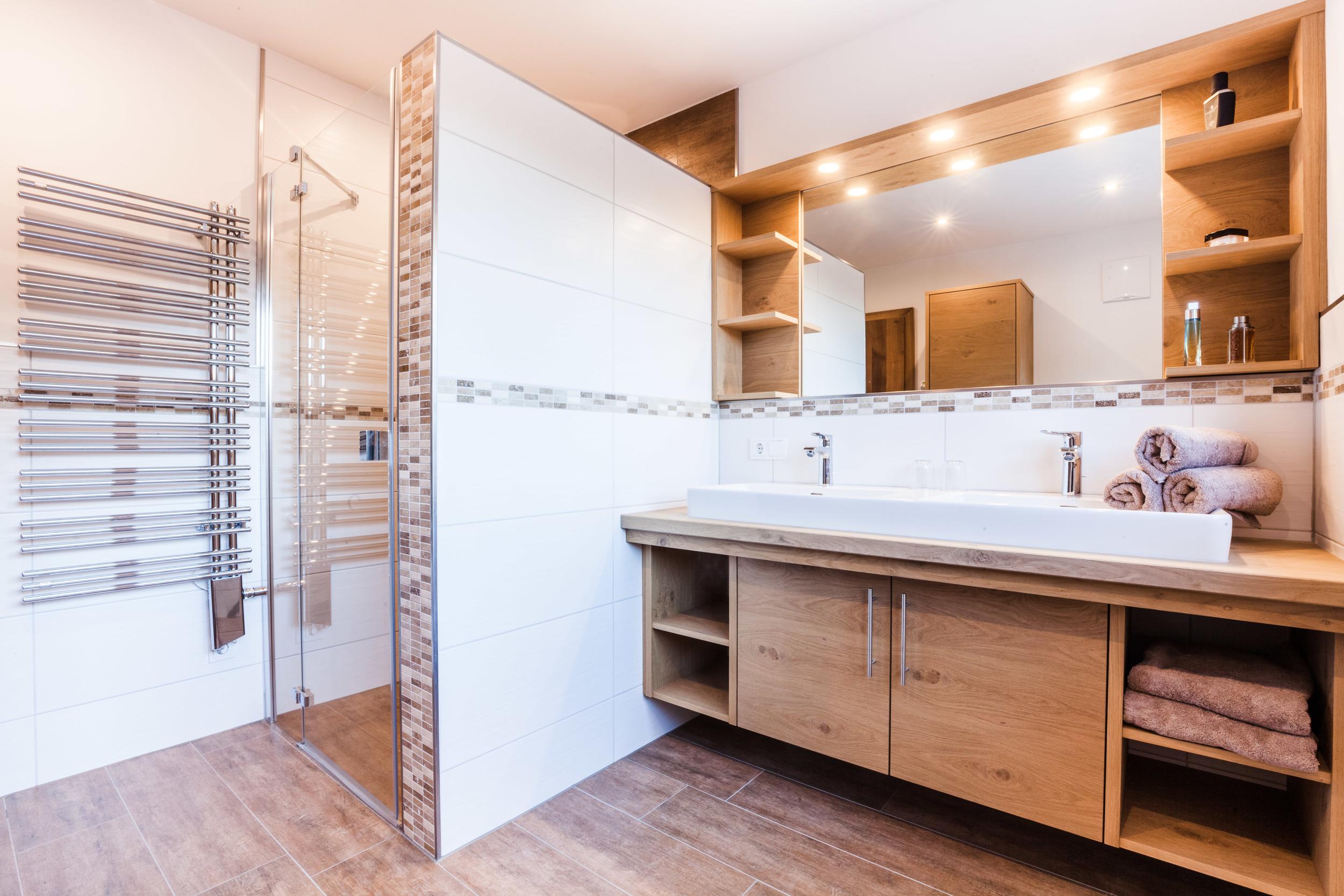 appartement-suites-liana-sophie-neukirchen-haus-innen-bad