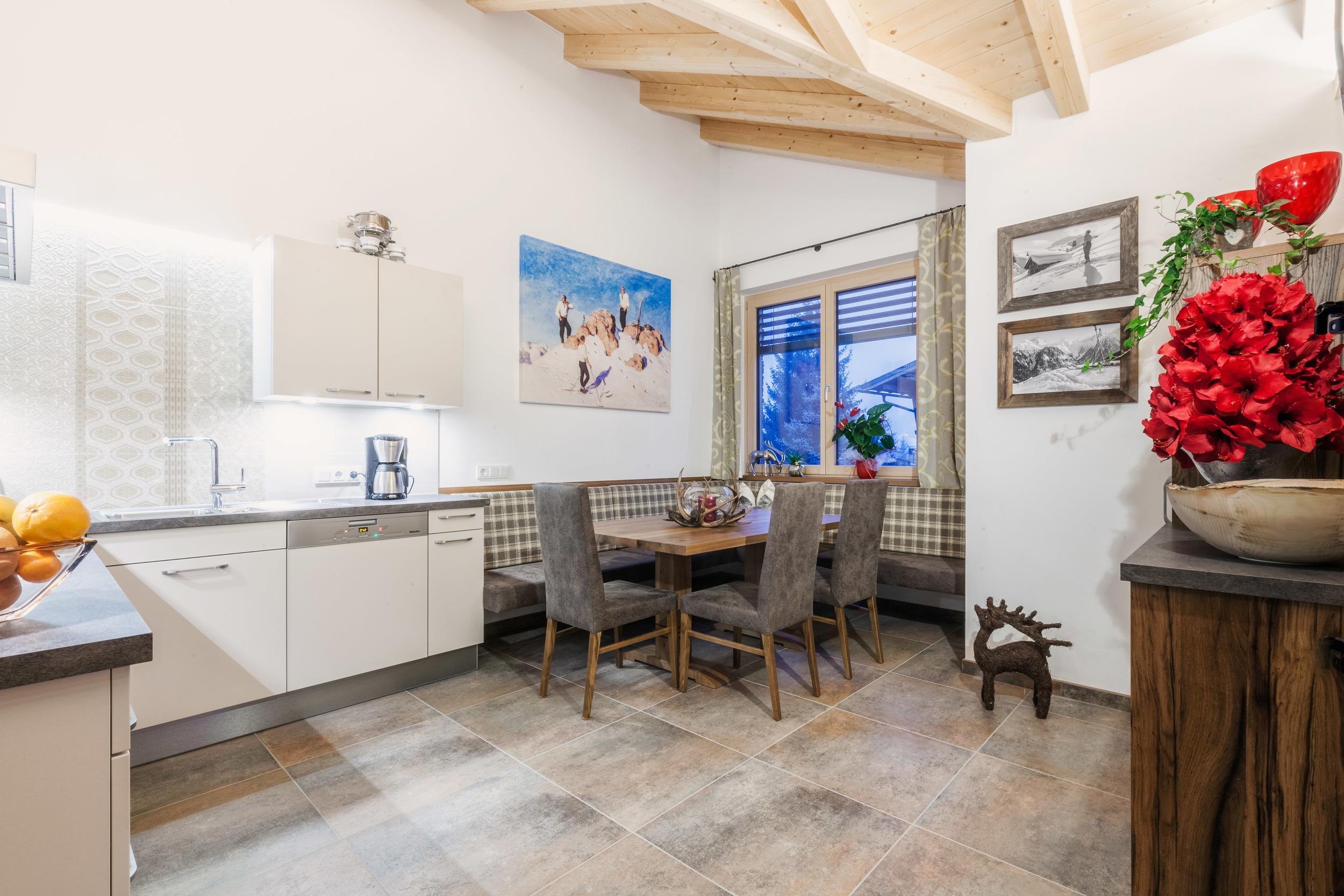 appartement-suites-liana-sophie-neukirchen-haus-architektur-kueche-8-personen