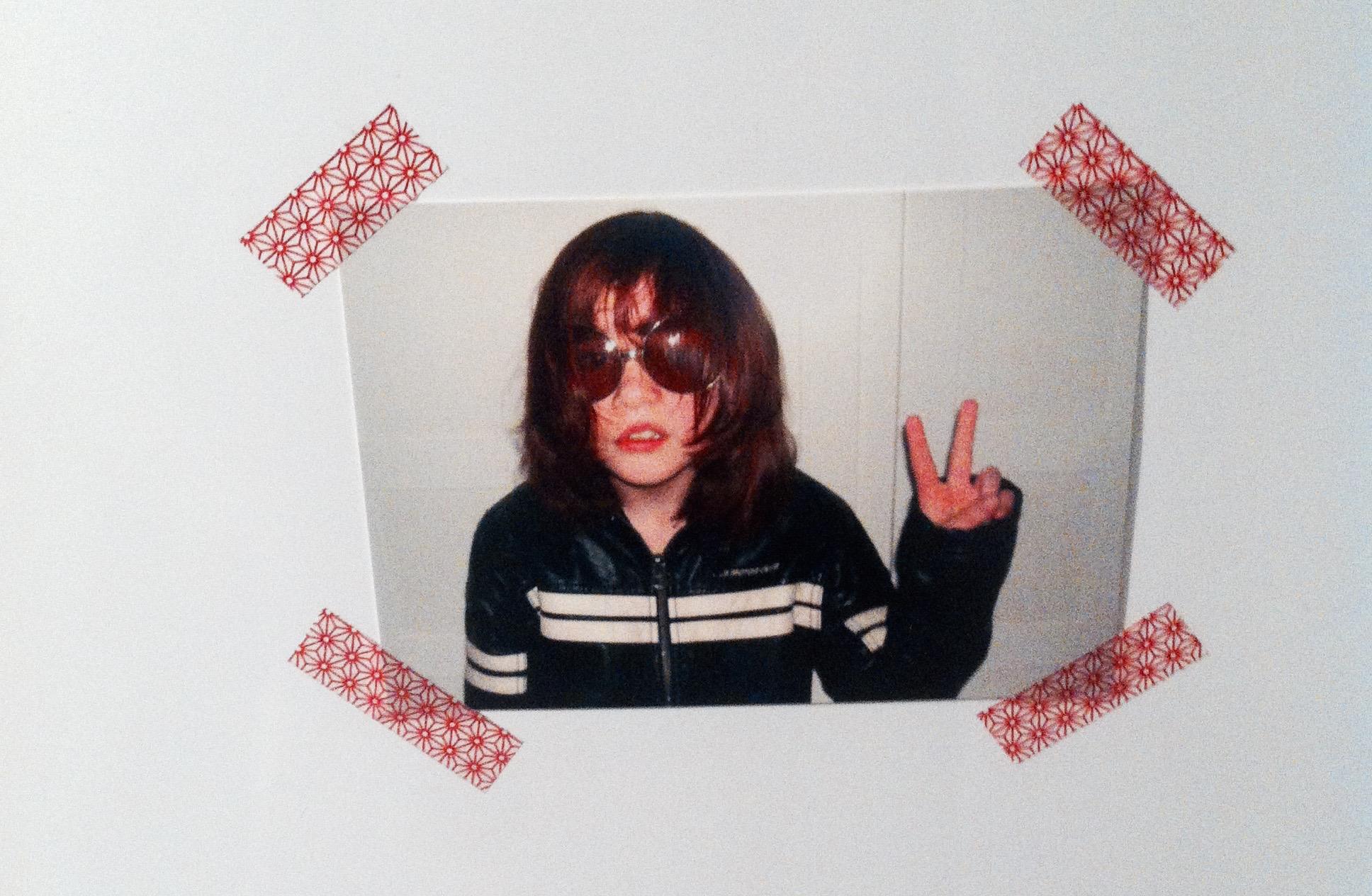 Ziemlich Punkrock. Eine Postkarte an meinem Kühlschrank.