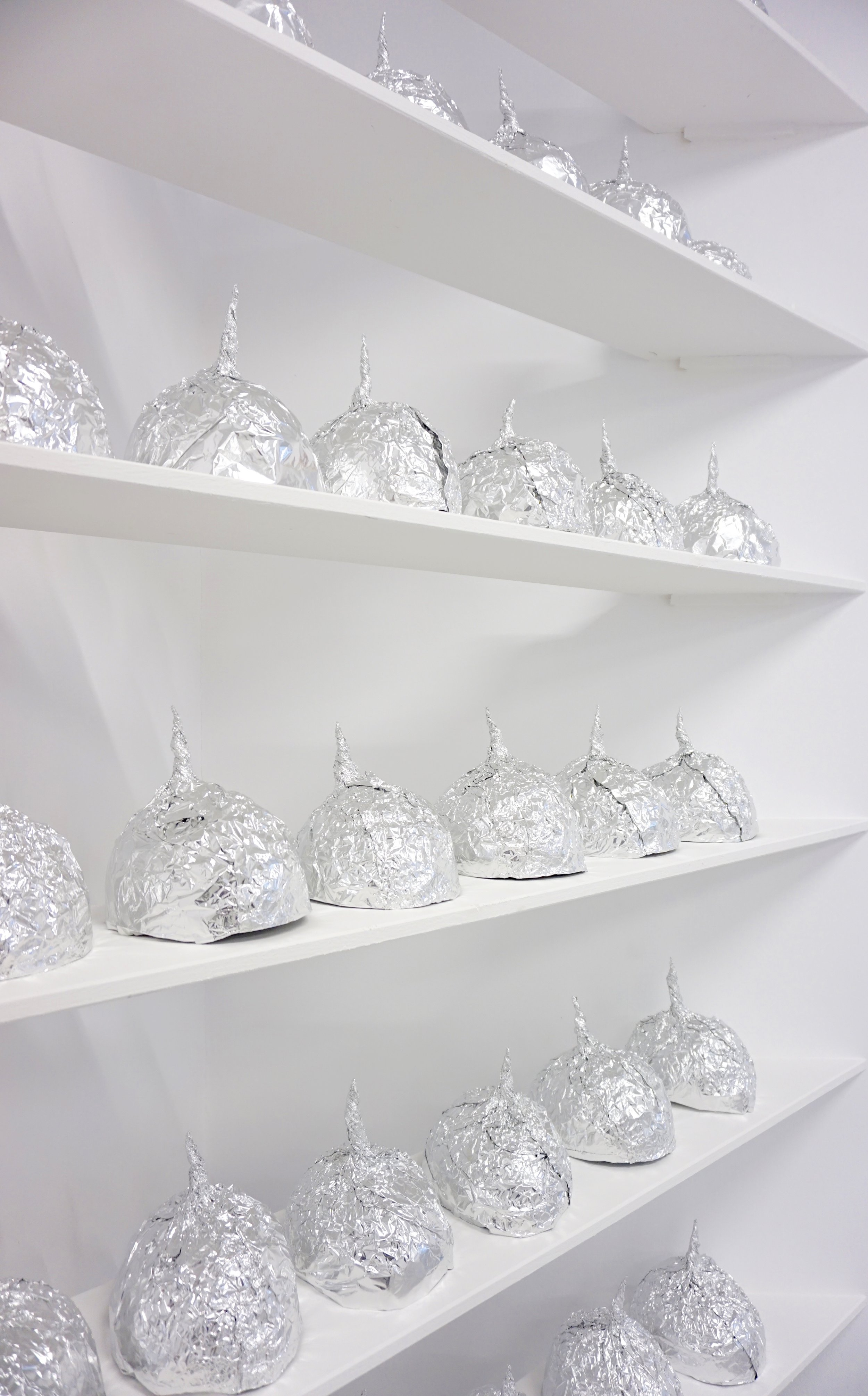 lukas liese installation postfaktum aluhüte tin foil hats sculpture.jpg