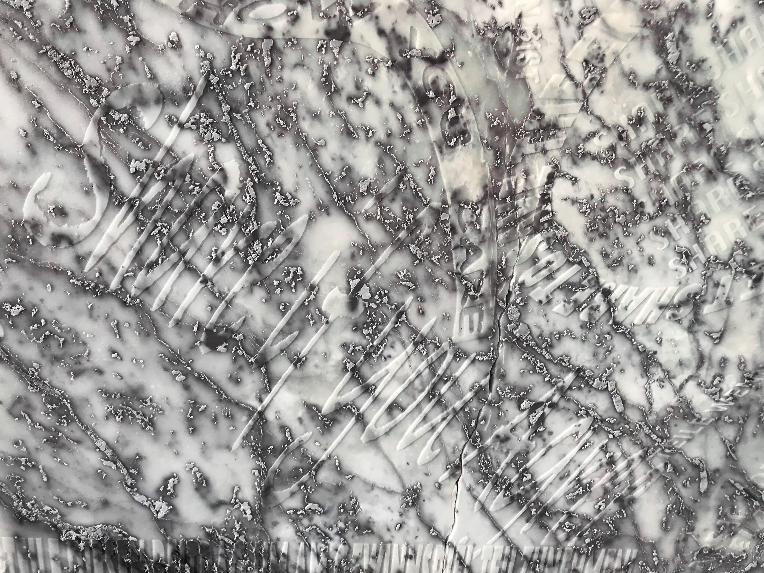 lukas-liese-marble-relief-share-amen-detail-marmor-relief.png