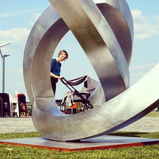 First walk - #firstwalk #usthree #art #sculpture #blueskies @easywalker_official 📸 by @zacken82