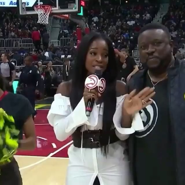 Around this time last night 3 year Hawks Member Norman made the jackpot shot and won $10,000. My reaction was as of I'd won the money or made the shot!😂😂😭 I've been hosting the @atlhawks for 4 seasons and this was the 1st time that I'd witnessed someone make the shot. I️ LOVE my job! 😍 #truetoatlanta #gohawks #halfcourtshot #host #toocrunk