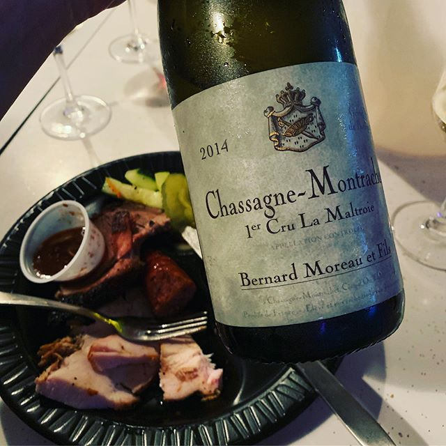 Turns out Burgundy and Texas barbecue don't make such a bad pairing... 😉🤪🙌🏻🙌🏻🙌🏻🙌🏻🙌🏻 Thanks for the delicious dinner and sensational wines @thesortingtable 🙏🏻🙏🏻🙏🏻 . . . #texsom #texsom2019 #pappasbrosbbq #chassagnemontrachet #volnay #texasbbq #texasbarbecue #winepairings #winework #winelife #sommlife