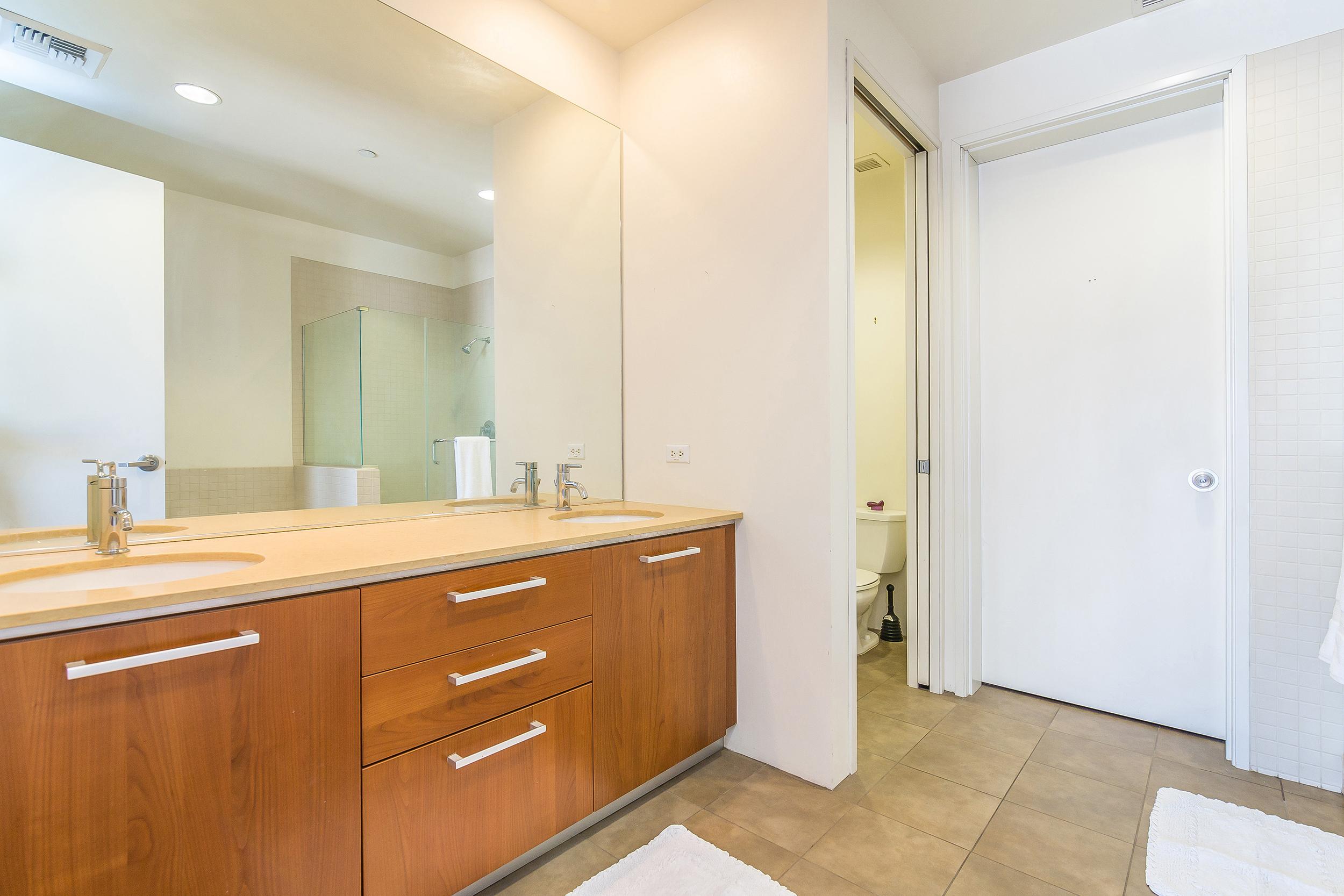 023-Bathroom-3651144-large_2500x.jpg