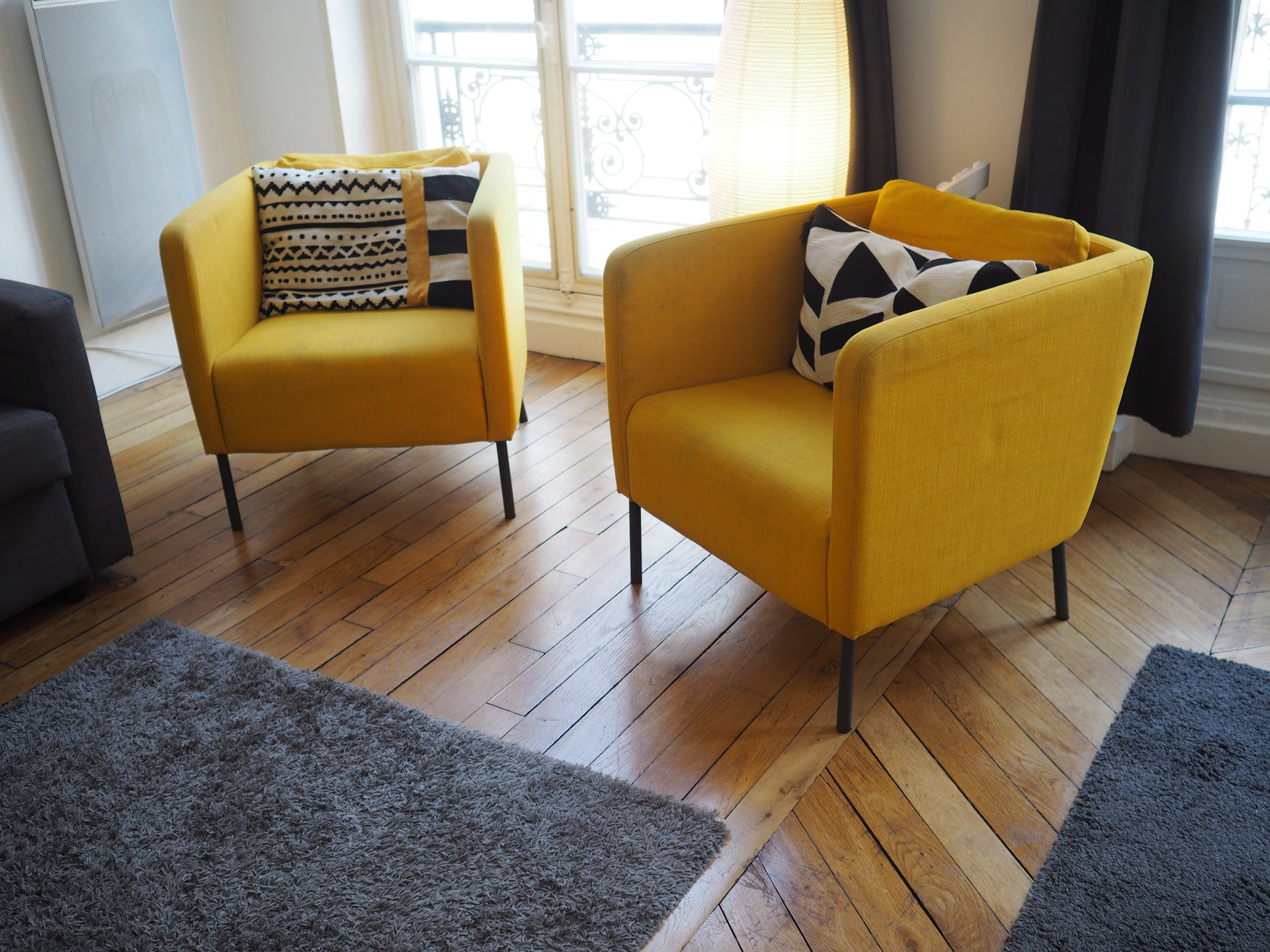 I need these little chairs in my house…