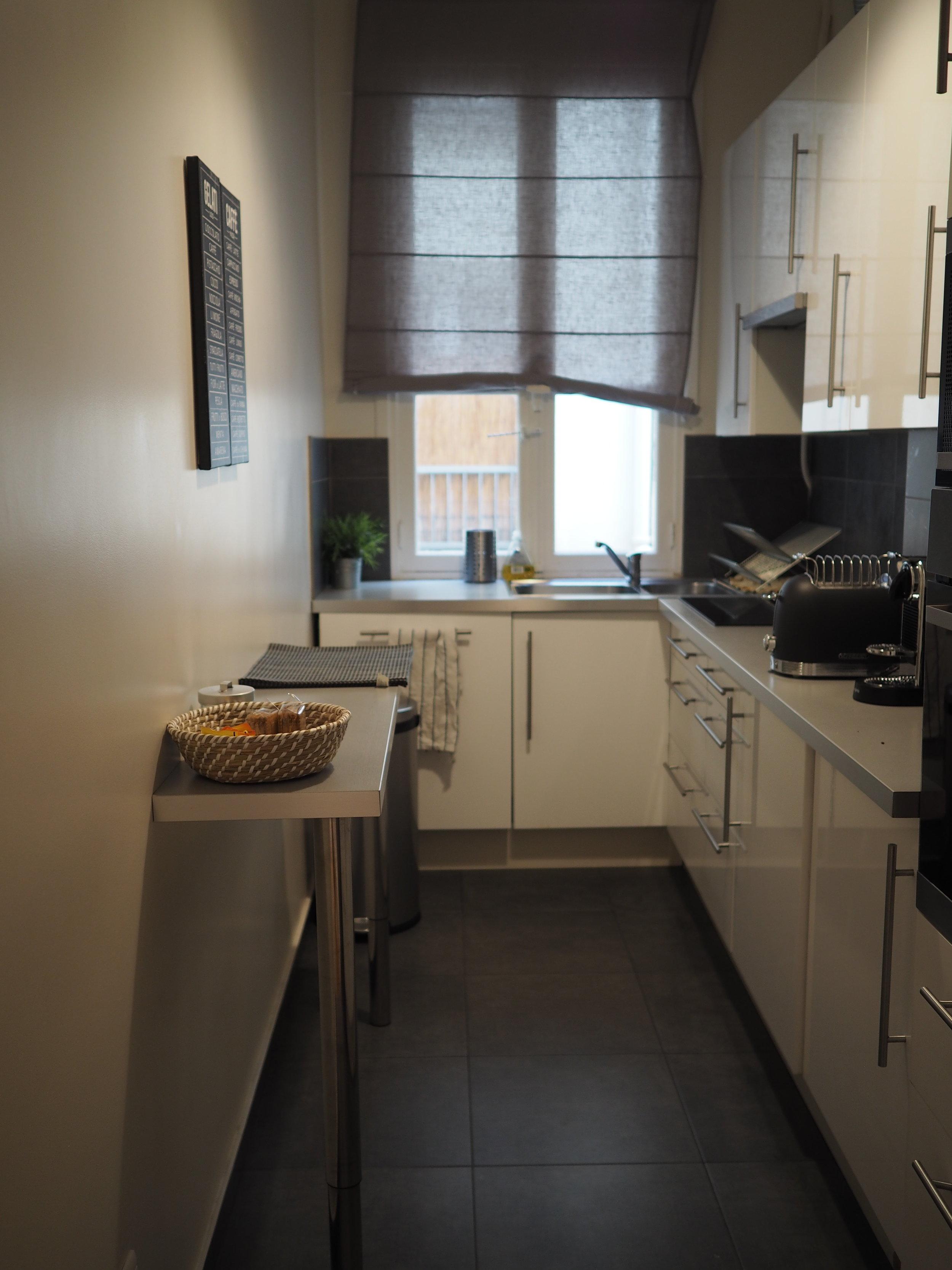 such a cute little kitchen…