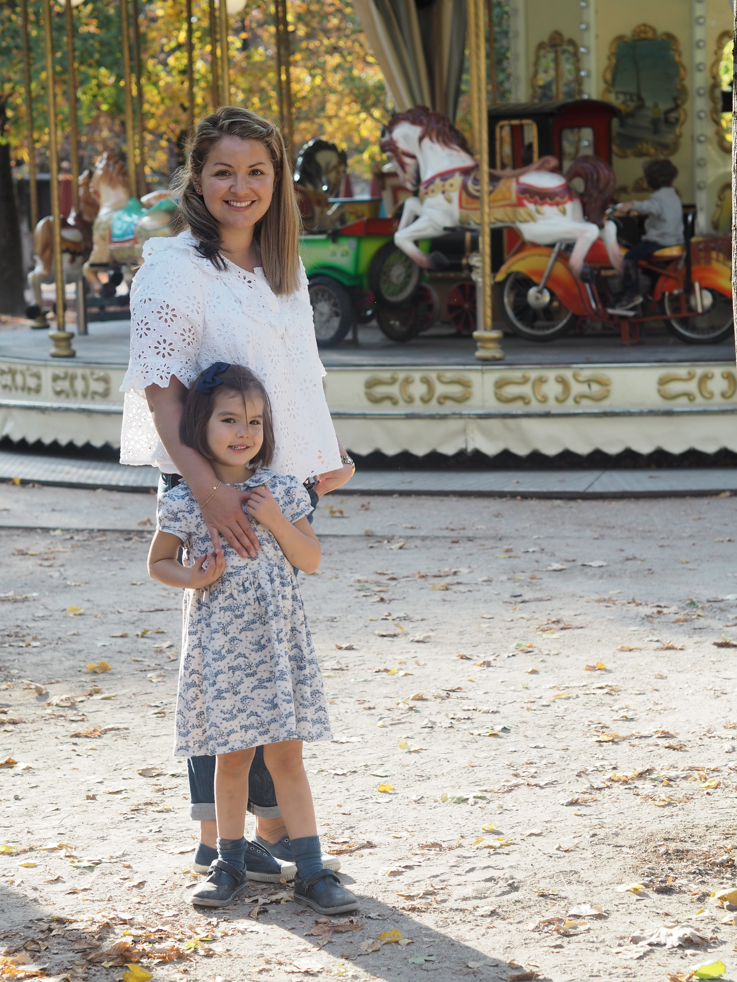 a beautiful mama & daughter we met in the park. how adorable is this little girl & her outfit.