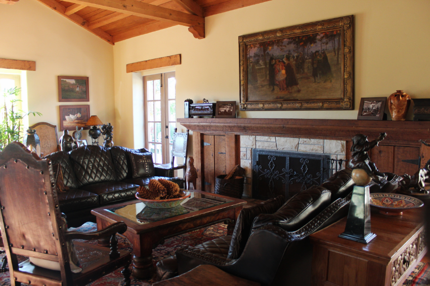 The Family room,as homey as it gets. Curl up with a fire ,book and glass of wine...Yes please!