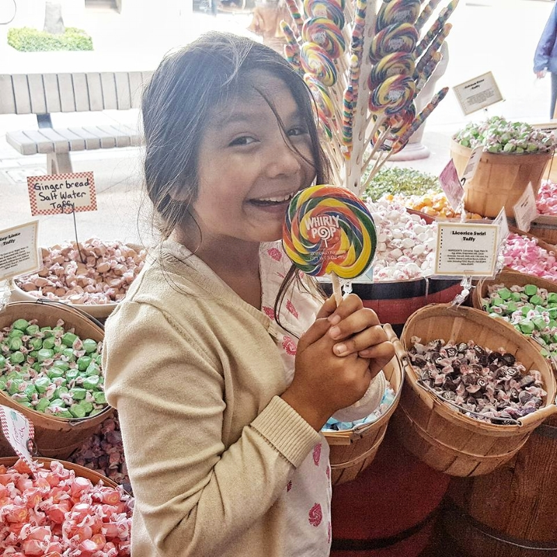 Sweets for my sweet at Balboa Candy, just look at all that Taffy!