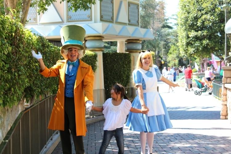 Disneyland alice in wonderland (c) Cleverly Catheryn