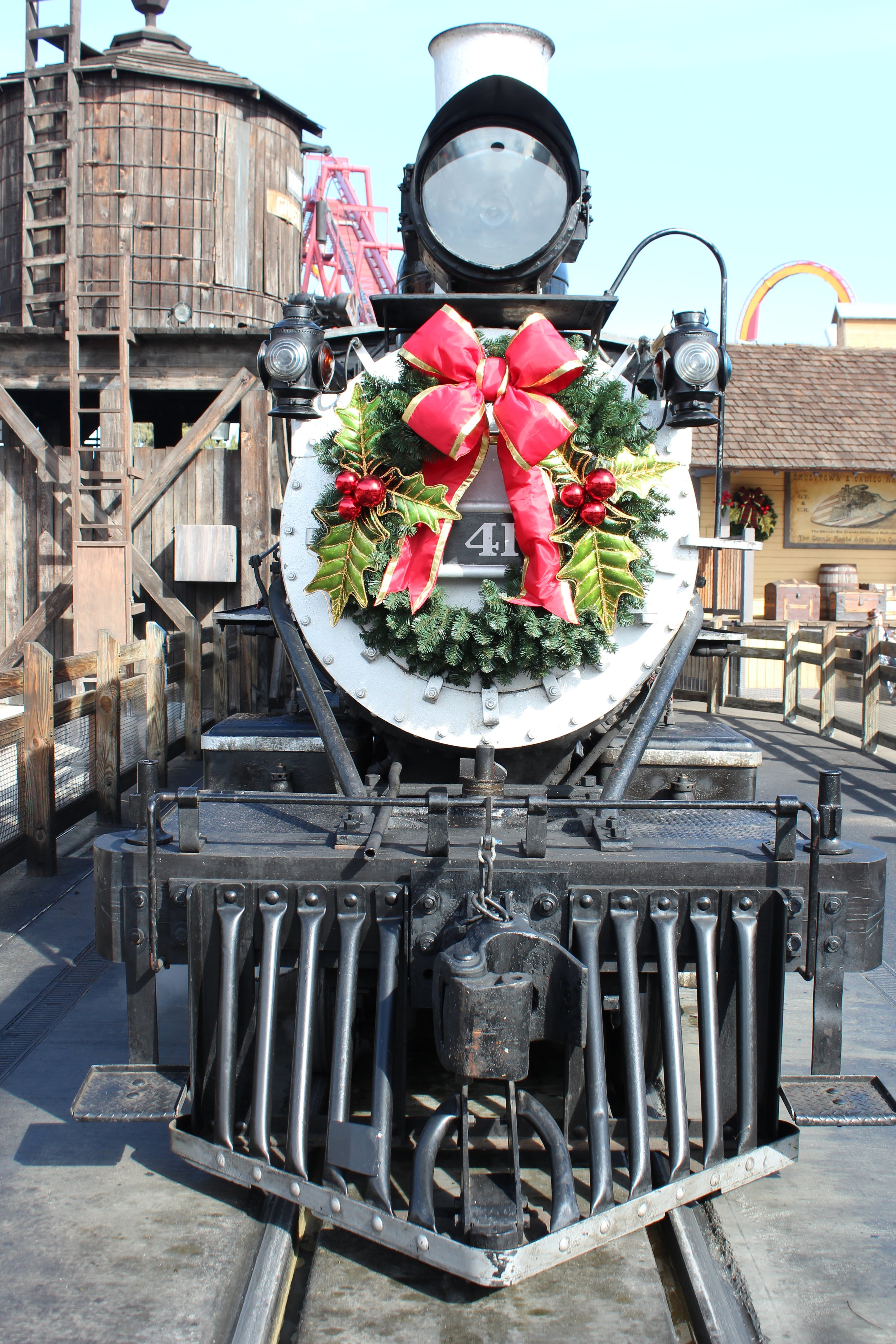 Engine No. 41 looking festive as she makes her way round the farm! No visit would be complete without a ride on this iconic piece of Knott's history!