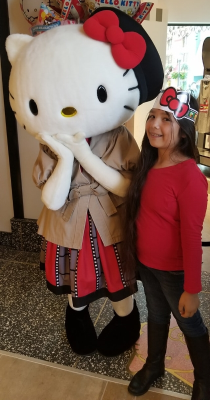 Hello Kitty meet at Animation Studio Store at Universal Studios Hollywood (c) Cleverly Catheryn