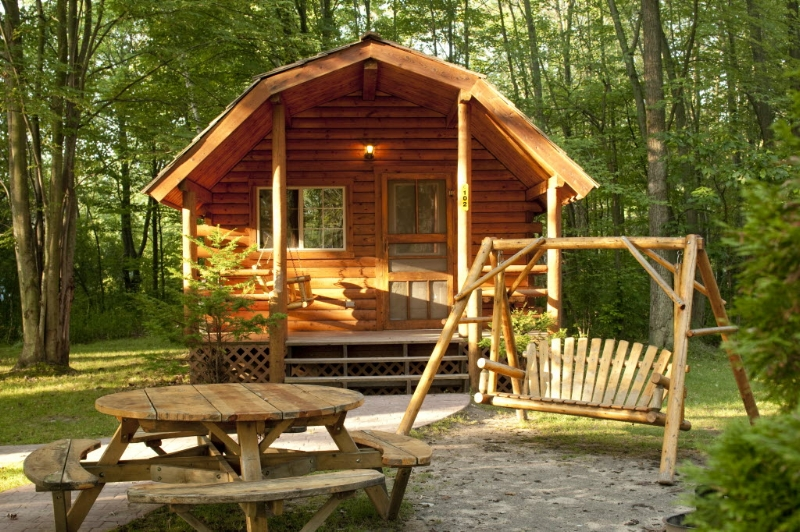 These KOA camping cabins look so cozy! Sleep 4-6