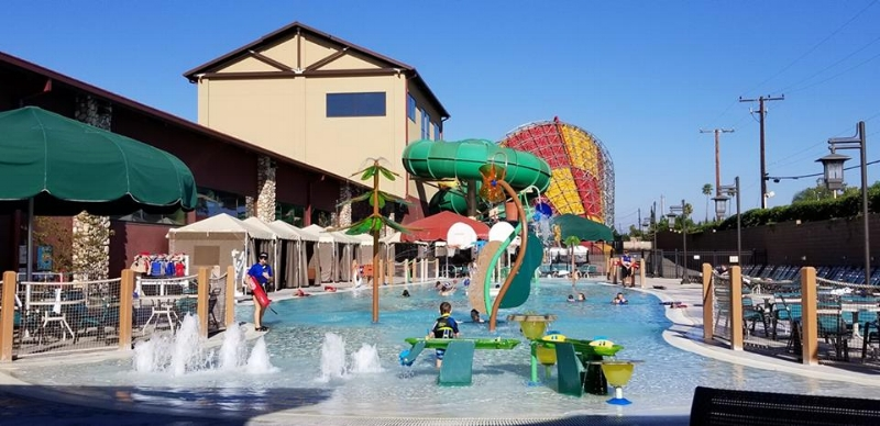 Outdoor pool: Raccoon Lagoon at Great Wolf Lodge Anaheim