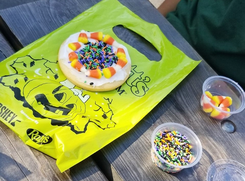 Cookie decorating at Knott's Spooky Farm (c) Cleverly Catheryn