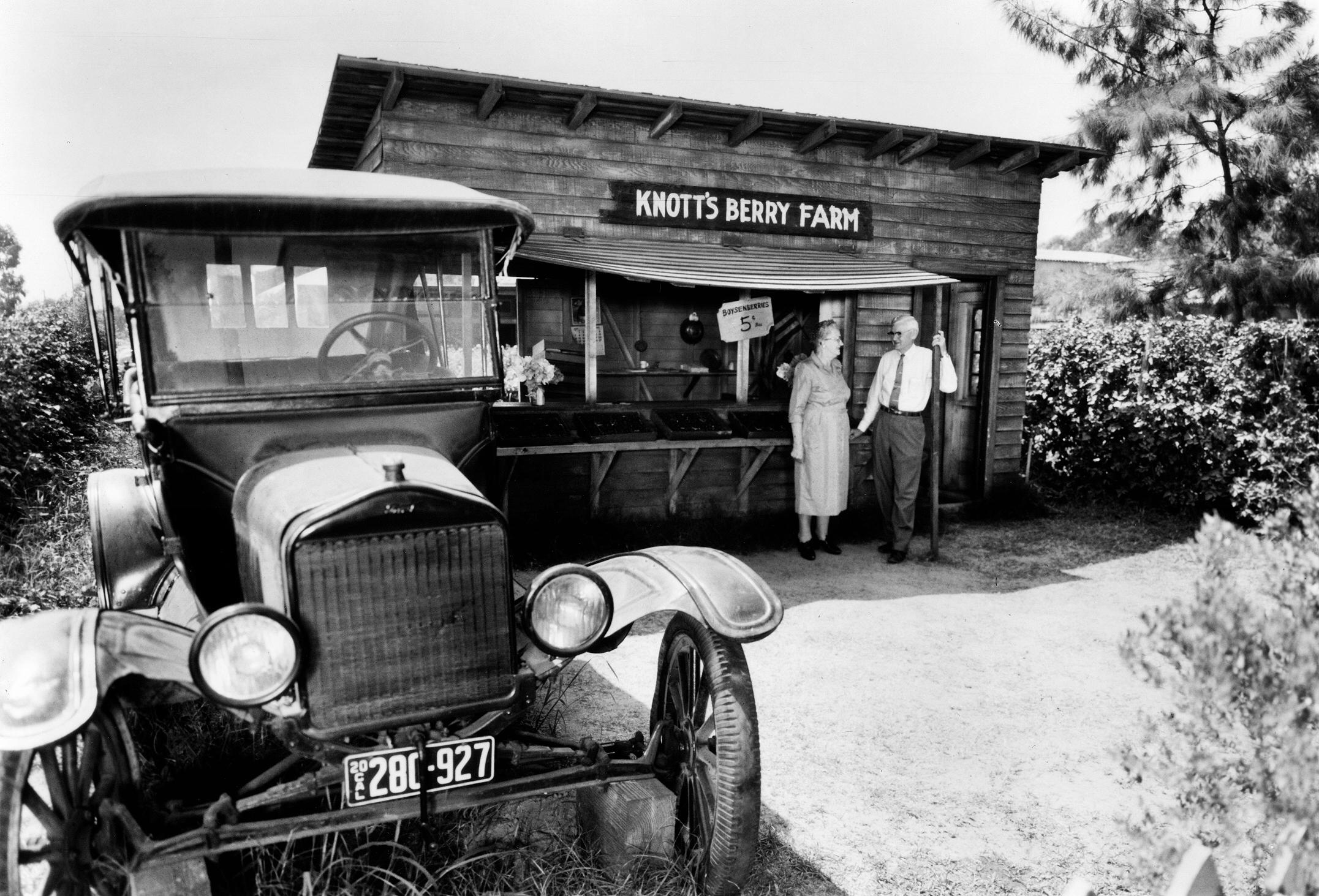 Berry Stand c.1920.jpg