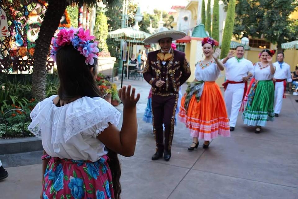 Día de los Muertos at Disneyland Resort (c) Cleverly Catheryn