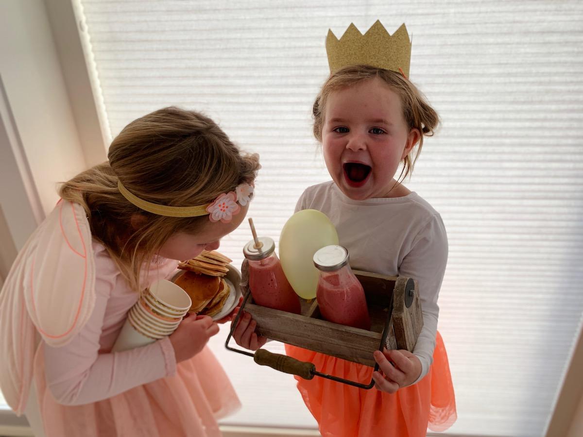Spent (og uthvilt!) bursdagsjente er klar for pannekakebursdag!