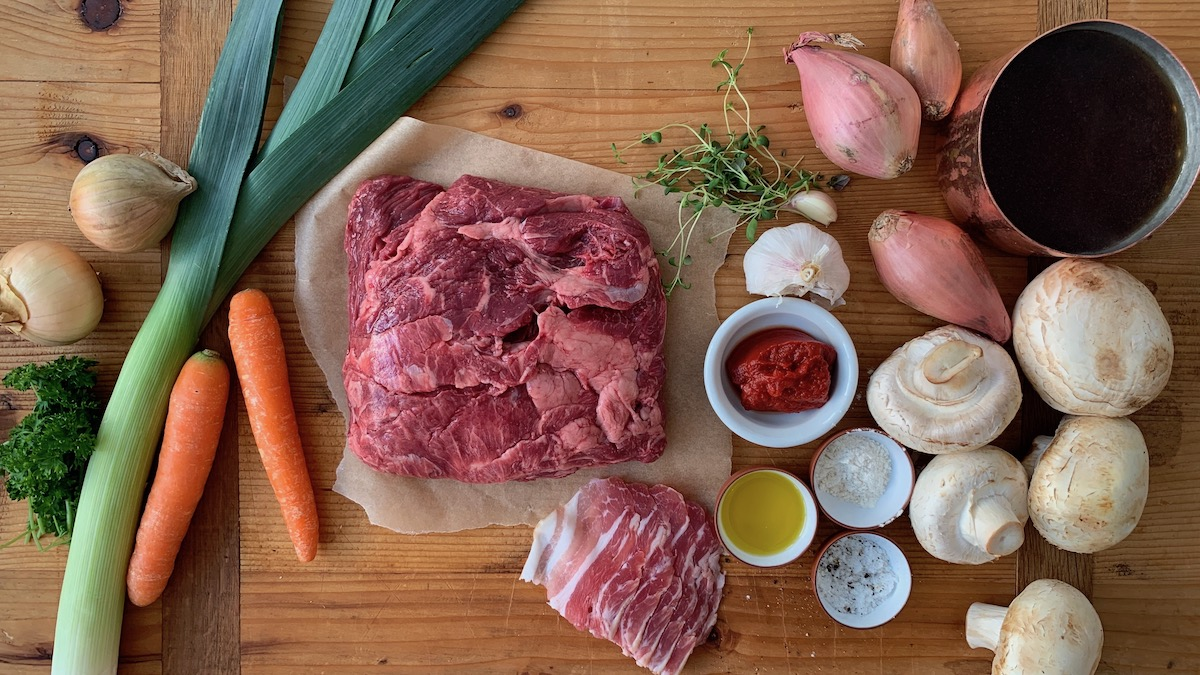 Dette trenger du for å lage en nydelig, varmende oksegryte. Foto: Familiematblogg