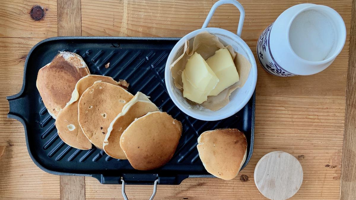 Nystekte sveler med smør og sukker slår det aller meste spør du oss! Foto: Familiematblogg