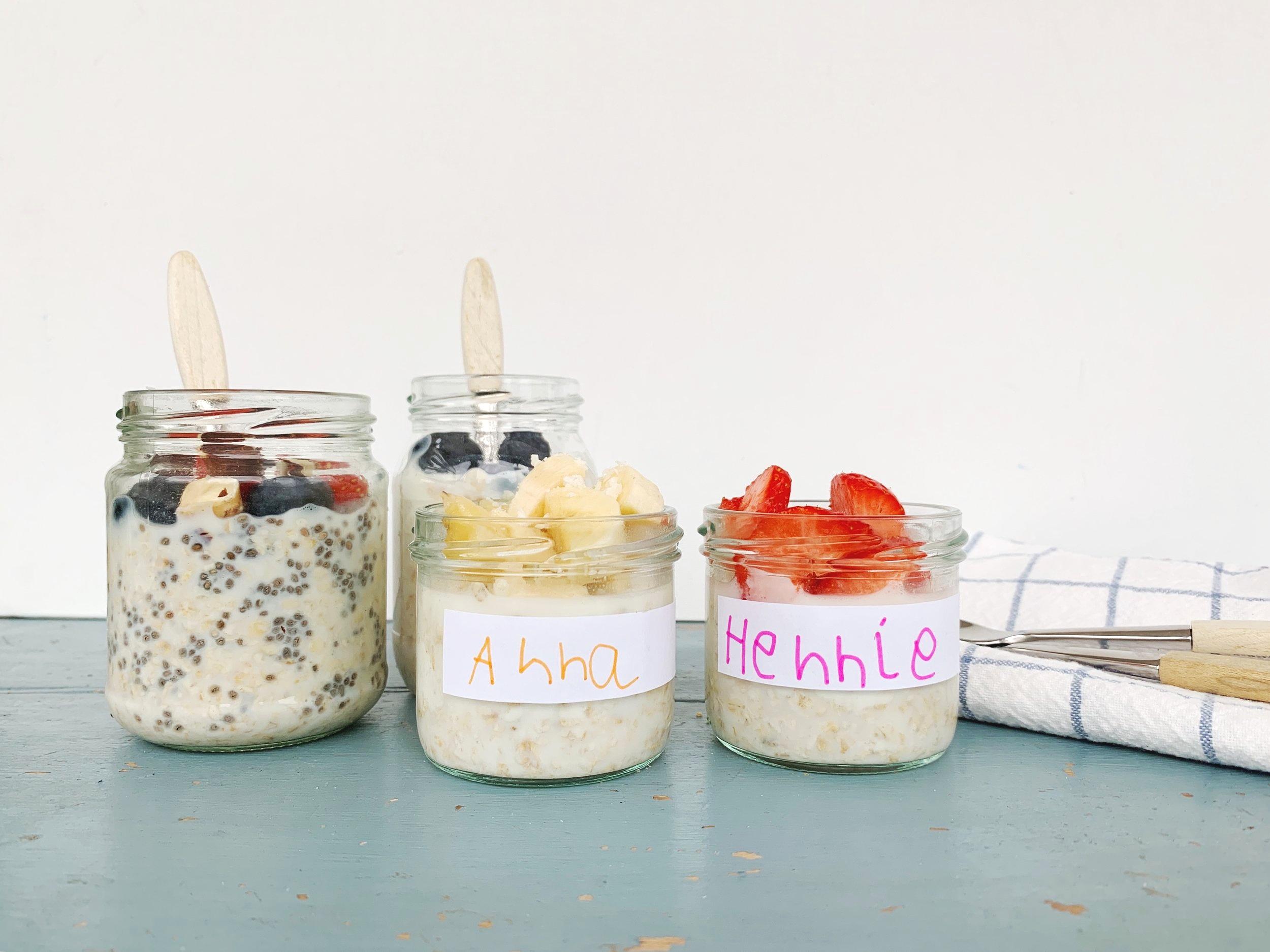 02f3ce6f Til en porsjon trenger du: 1 dl havregryn 1 dl naturell yoghurt 1 dl melk (  jeg bruker ekstra-lettmelk) 1 ss honning