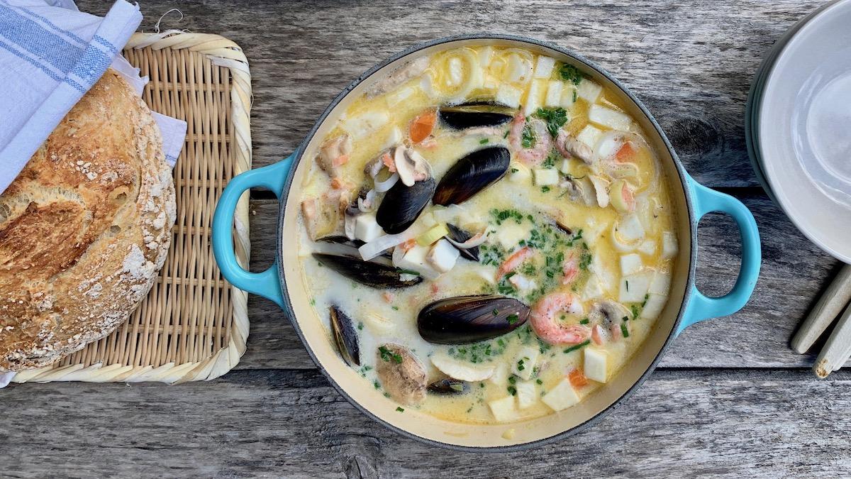 Hvis man skal servere suppe på selveste nasjonaldagen må det være en skikkelig god en. Vi falt på en av våre favoritter: en enkel, men knallgod fiskesuppe, signert Trond Moi.