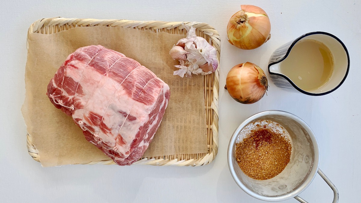 Svinenakke kan krydres i utallige retninger. Her har vi valgt en klassisk BBQ-variant.