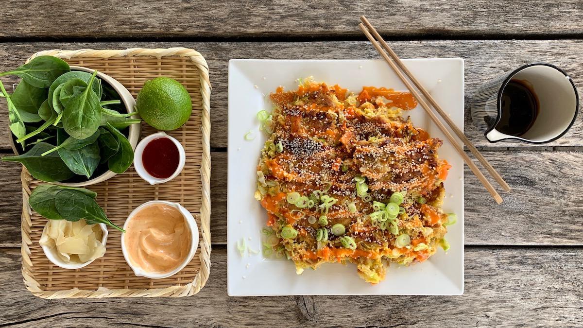 Matrester kan forvandles til en skikkelig digg middag hvis du bruker dem i japanske pannekaker!