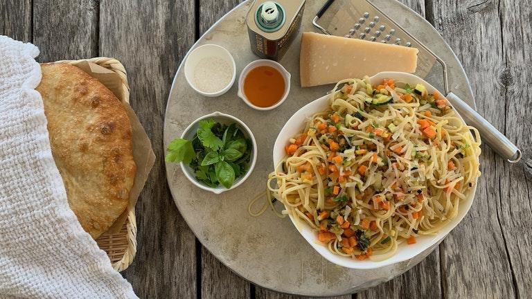 En nydelig vegetarpasta passer perfekt på varme sommerdager.