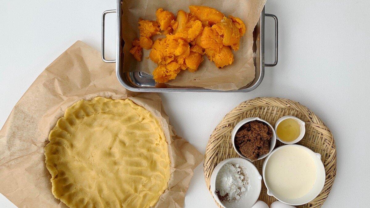 Ovnsbakt eller kokt gresskar er utgangspunktet for fyllet til denne nydelige dessertpaien