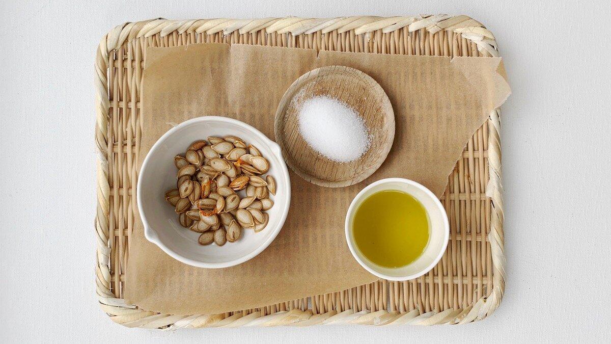 I denne oppskriften bruker vi kun salt og olje, men du kan tilsette for eksempel urter eller hvitløk hvis du ønsker mer smak
