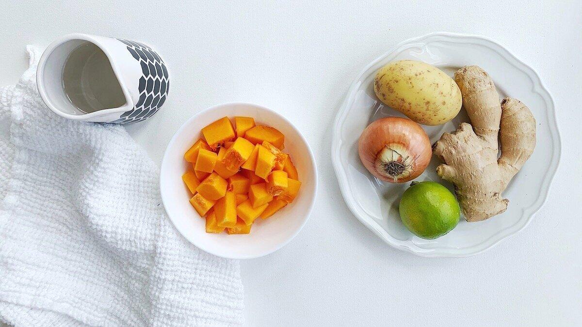 Med disse ingrediensene kan du lage en nydelig gresskarmos eller suppe som egner seg til en liten baby fra 6 mnd.