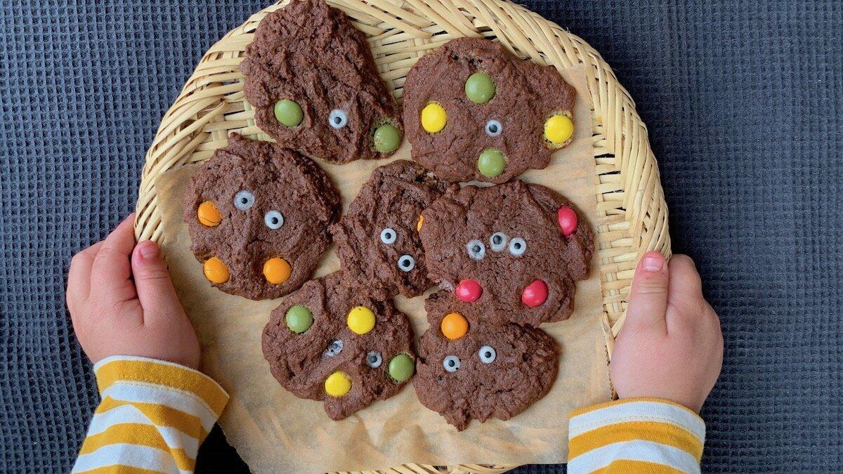 Saftige og skumle sjokoladekjeks passer perfekt til Halloween!