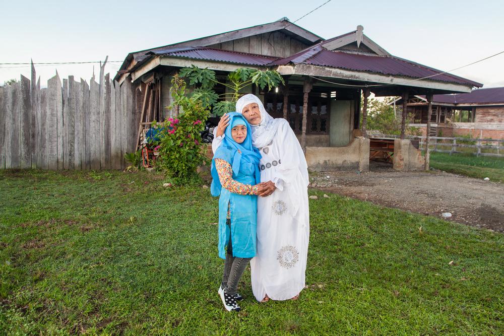 Foto portrait Reni bersama ibunya yang tidak akan pernah meninggalkan dirinya dan selalu berada di sisi anaknya.