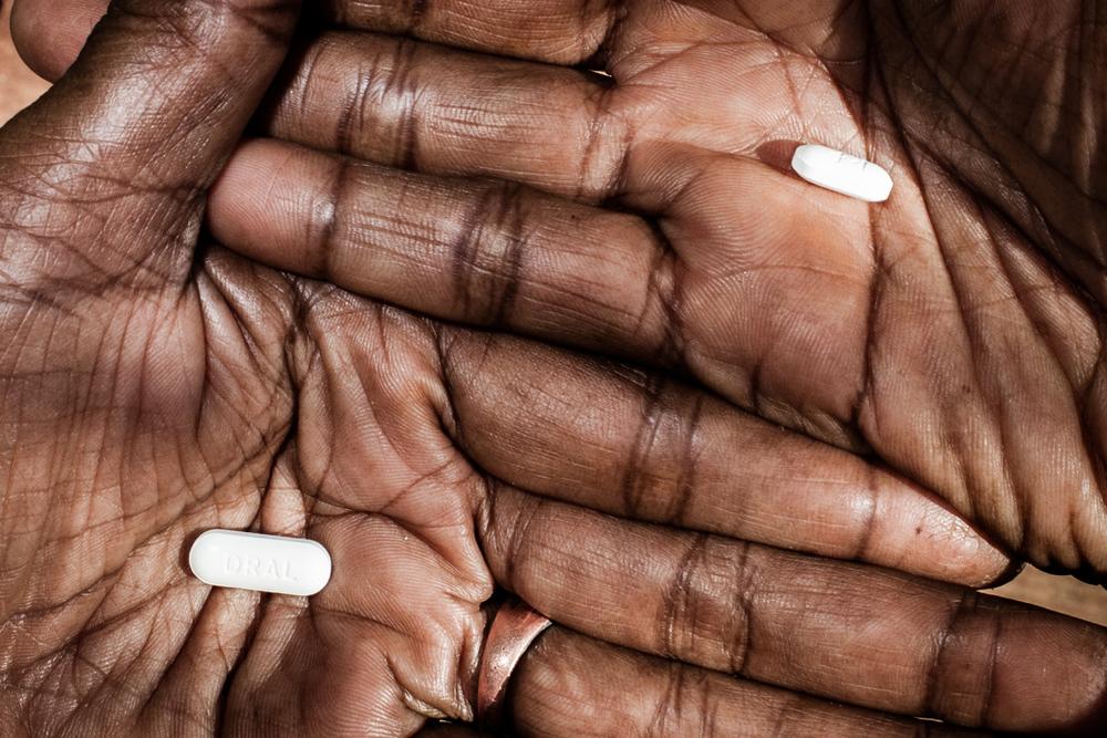 ARV (Antiretroviral) adalah satu-satunya obat yang terbukti mengobati HIV dan tersedia secara gratis di klinik-klinik terdekat serta di beberapa rumah sakit di Tanah Papua.