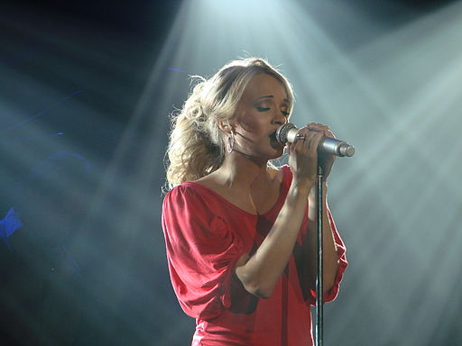 Carrie Underwood photo via  Flickr /Wikimedia Commons