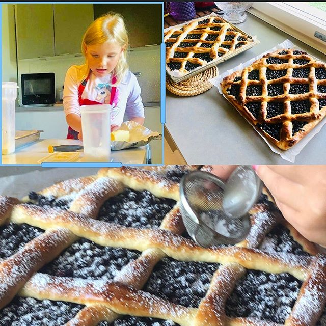 Baking with love❤️ Me and my granddaughter just love this season🍓🍎🍒🥧🧁 #baking #finnishblueberry #blueberrypie #bakingwithlove #grandma #granddaughter #timetogether #togethertime