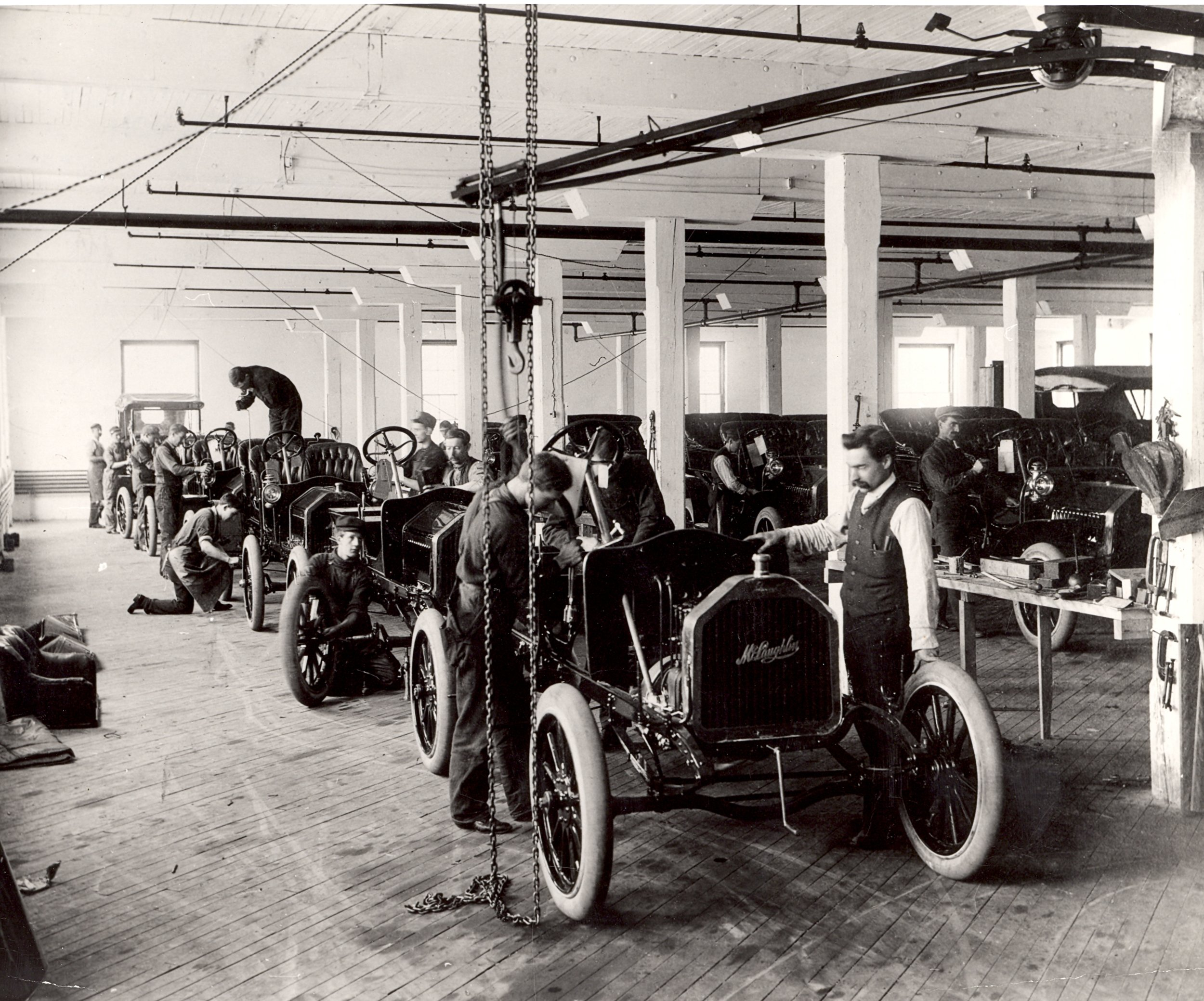 The assembly line at the McLaughlin factory in Oshawa, Ontario, 1908. Thomas Bouckley Collection 0713, Robert McLaughlin Gallery.