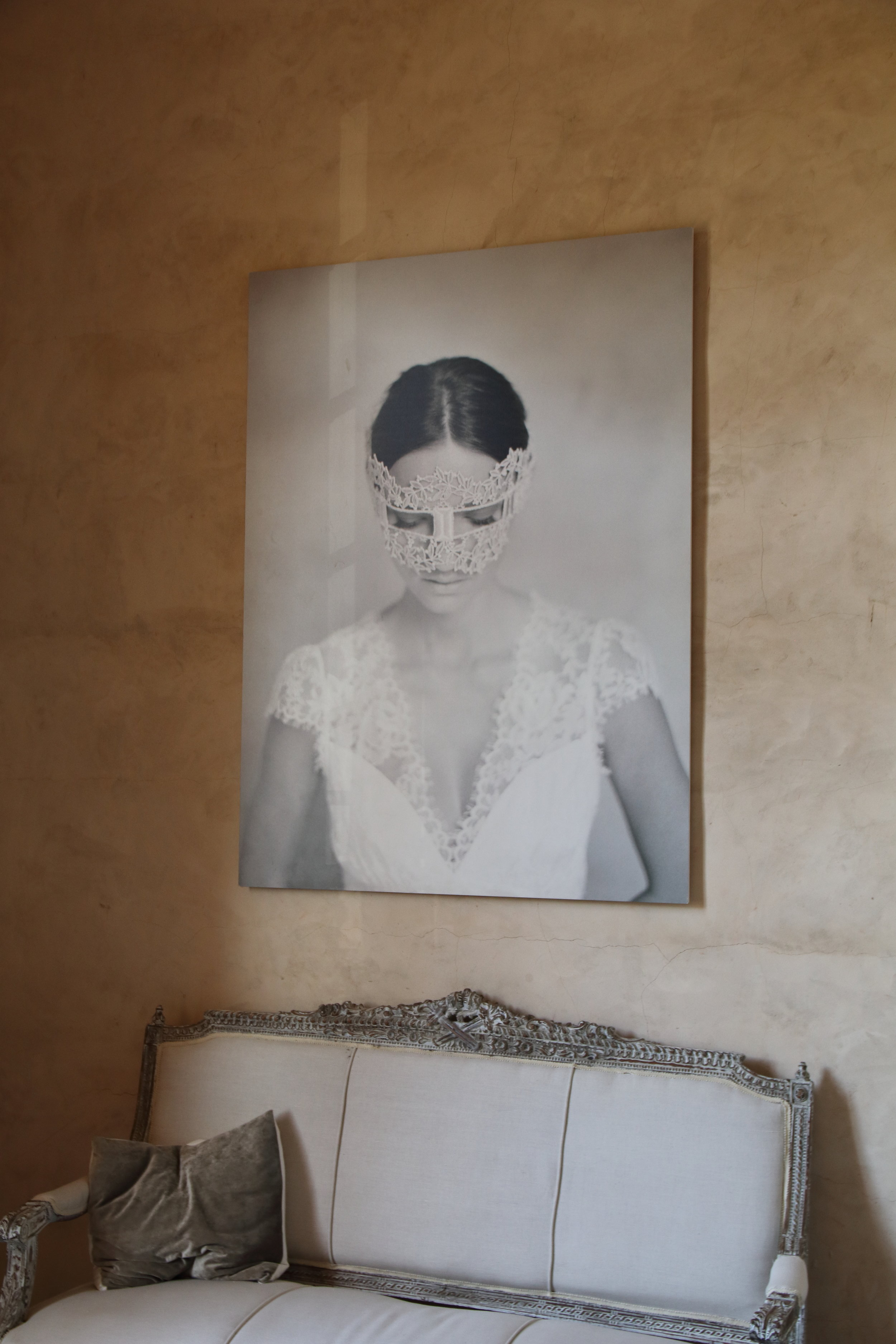 Photo on the wall by Elizabeth Messina