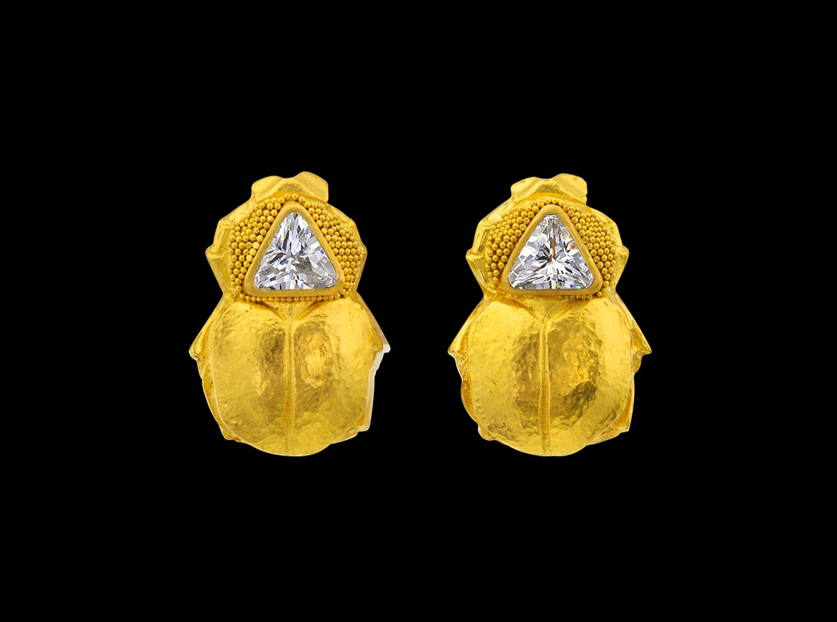 SCARAB POST 22k yellow gold, Diamond